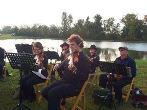 The pre-dinner music beside the lake